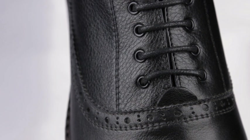 cipőfűző : Mens shoes, close-up of black shoelaces. Rotation. Stock mozgókép
