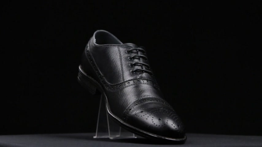 cipőfűző : Rotation of mens black shoes.