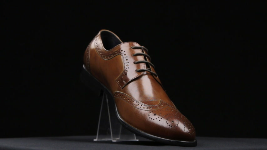 cipőfűző : Rotation of mens brown shoes.