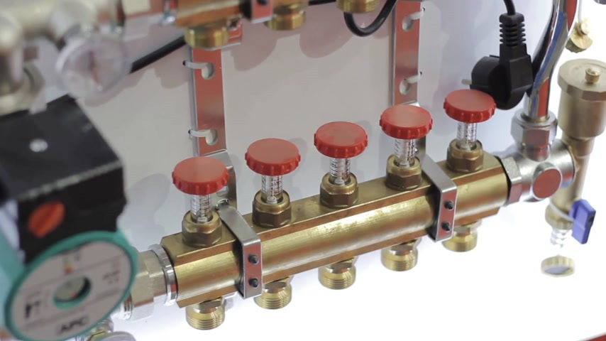 lupa : Heating systems cooper pipes with ball valves and manometer