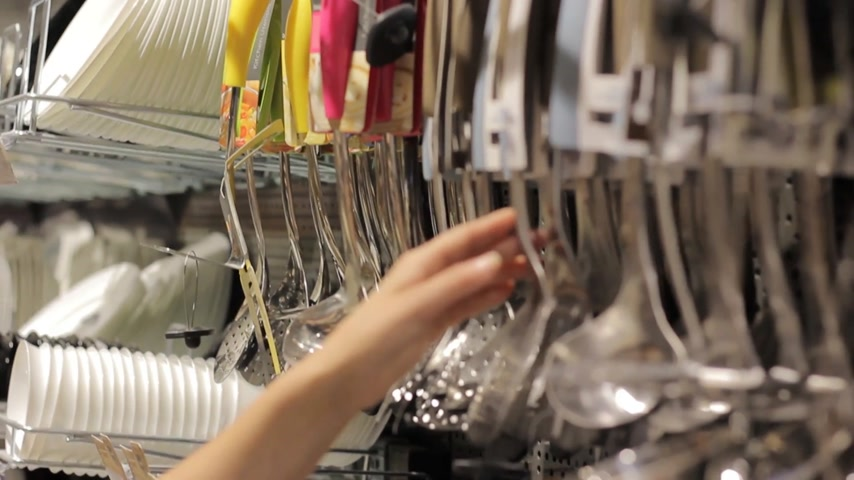 panelas : female hand in a tableware store Stock Footage