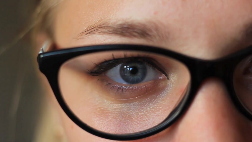 носить : girls eyes in glasses close-up