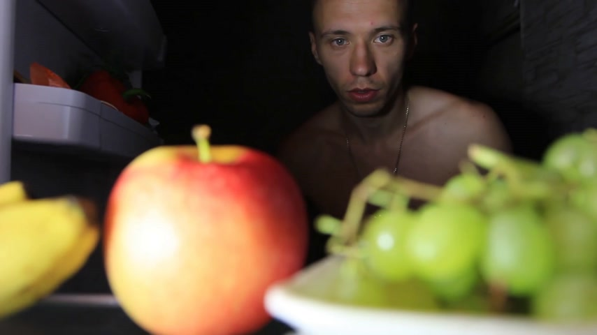 mrazák : guy takes fruit from the refrigerator at night