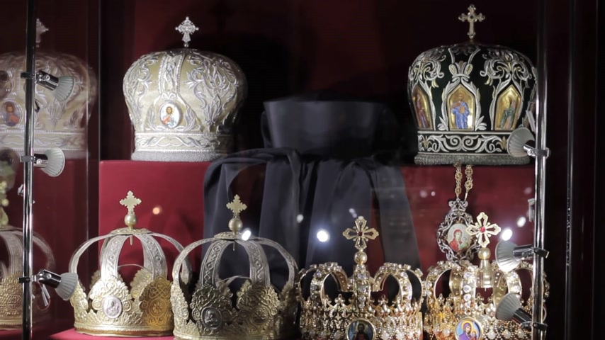 hanedan arması : historical crowns in the museum
