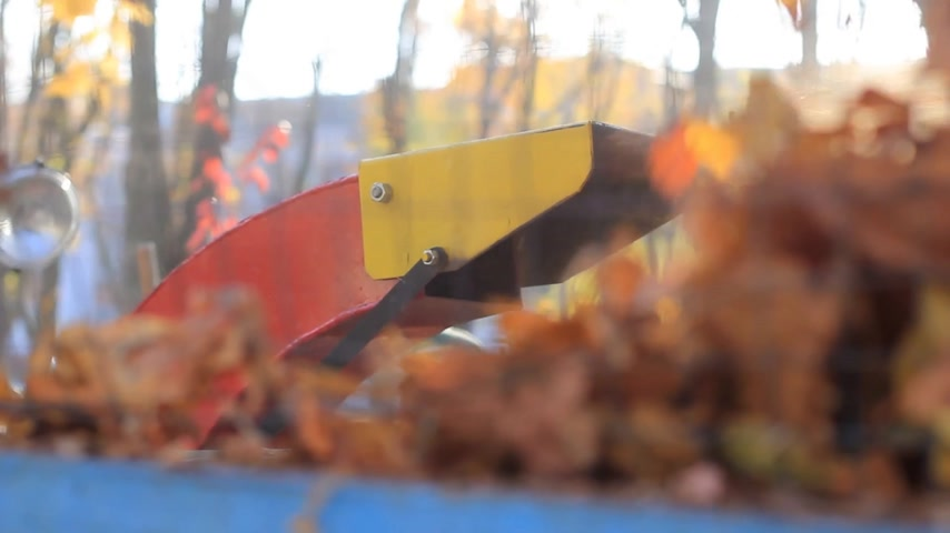 markiza : exhaust pipe with fall foliage Wideo