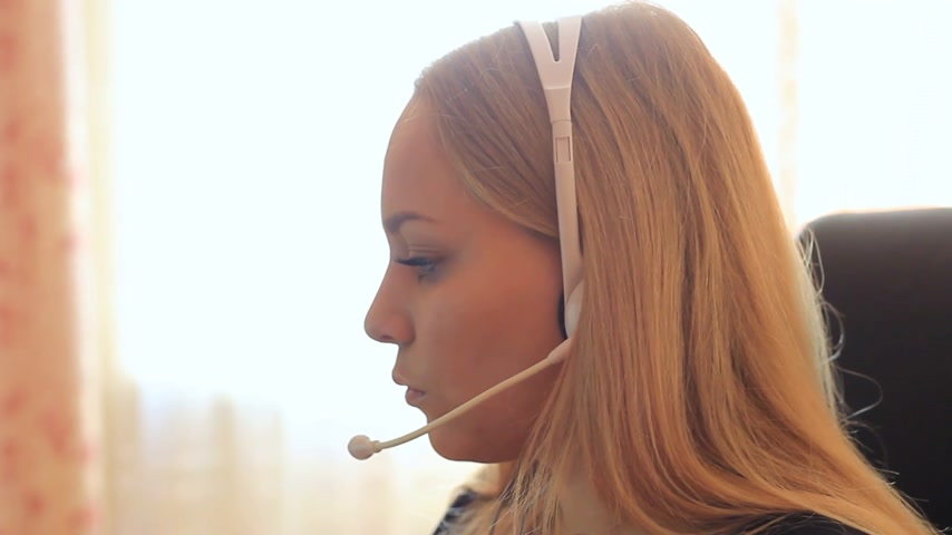 képviselő : girl communicates using headset.