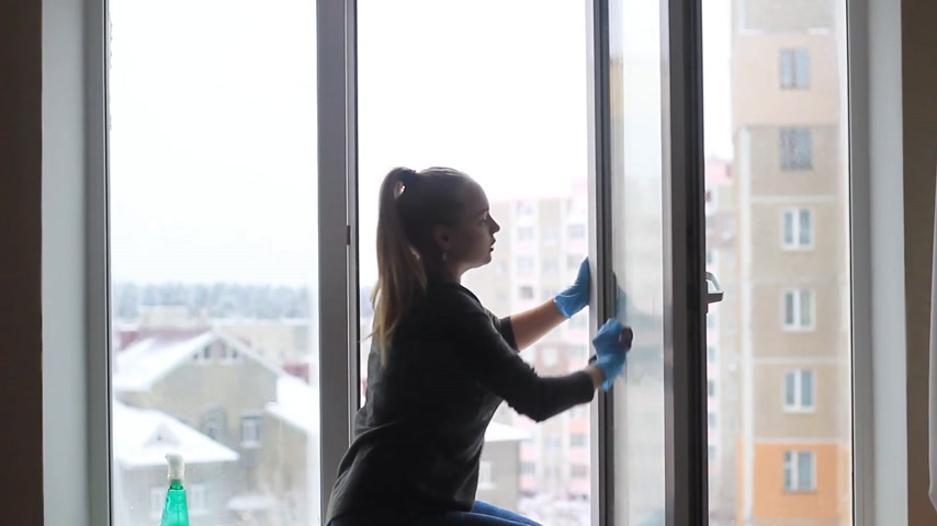 trapo : girl washes a window in the apartment.