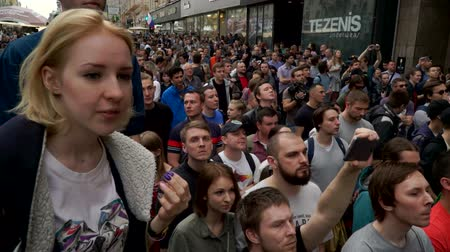marchs financiers : RUSSIA, MOSCOW - JUNE 12, 2017: Rally Against Corruption Organized by Navalny on Tverskaya Street. A girl from the crowd wonders what is happening