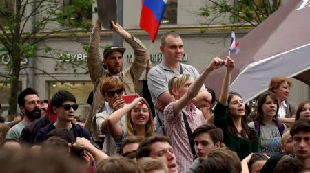 marchs financiers : RUSSIA, MOSCOW - JUNE 12, 2017: Rally Against Corruption Organized by Navalny on Tverskaya Street. The crowd chanted: we have questions, we want answers