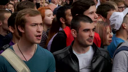 marchs financiers : RUSSIA, MOSCOW - JUNE 12, 2017: Rally Against Corruption Organized by Navalny on Tverskaya Street. Young people chanting: we will not give Their