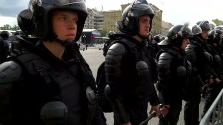 marchs financiers : RUSSIA, MOSCOW - JUNE 12, 2017: Rally Against Corruption Organized by Navalny on Tverskaya Street. Young policemen standing in a row for an obstacle