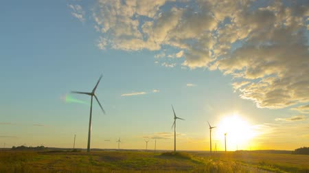 türbin : Windmills generators at sunset, timelapse Stok Video