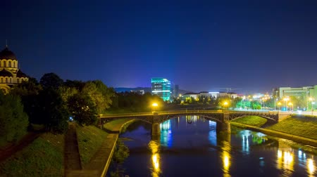 litvánia : Vilnius, Lithuania in the night, hyper time-lapse