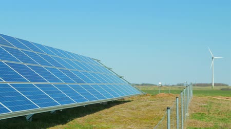 fotovoltaica : Solar panels and wind turbines