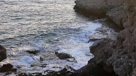 elszigetelt fekete : mediterranean sea with splashing waves against the rock