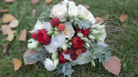 ortanca : Wedding bouquet on green grass
