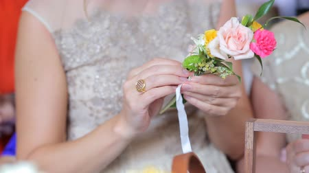 florista : Women make wedding decorations Stock Footage