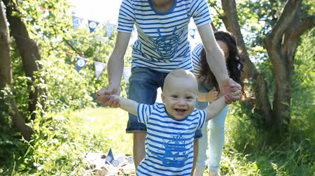 contentamento : happy family in the Park Stock Footage