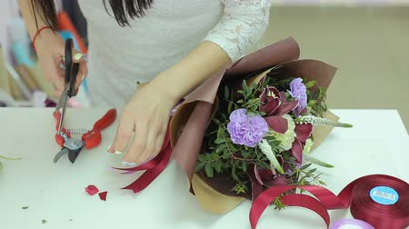 bouquets : Florist Collect Beautiful Bouquet Of Flowers