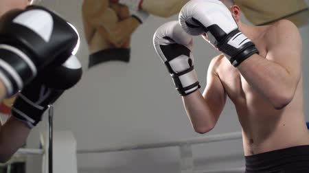 antrenör : Coach training young teen boxing. People training, working out, exercising in gym. Stok Video