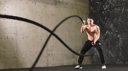 hareketli : Man Cross-Training With Rope, Slow motion. Stok Video