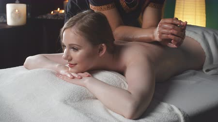 hydratace : Relaxing woman in wellness beauty spa having aroma therapy massage Dostupné videozáznamy