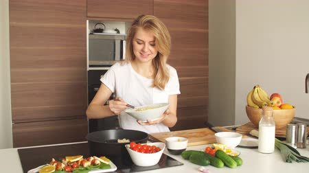 keyifli : Pleasant young woman preparing dinner in a kitchen. Concept of healthy home cooking, culinary, healthy lifestyle.
