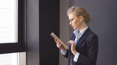 ambition : Skillful woman with beautiful blue eyes at workplace. Working day in the company. Thoughts about vacation and holidays. Stock Footage