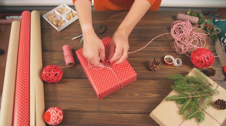kordon : Christmas presents wrapped in eco paper with homemade decoration on wooden background with decor elements and units Stok Video