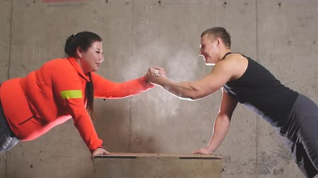 nezdravý : Personal trainer supporting his fat student while training. agreement, help concept. Dostupné videozáznamy