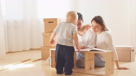 šatník : Little boy haelp for parents, assembly furniture in new home