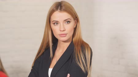 blond vlasy : Content satisfied blonde female secretary in formal wear posing in office after meeting with colleagues.