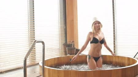 джакузи : Two relaxing caucasian girl enjoying jacuzzi in hotel spa.