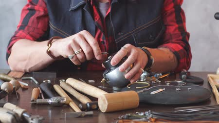 pedra preciosa : Man replacing the jewel while sitting at the table in workshop. Stock Footage