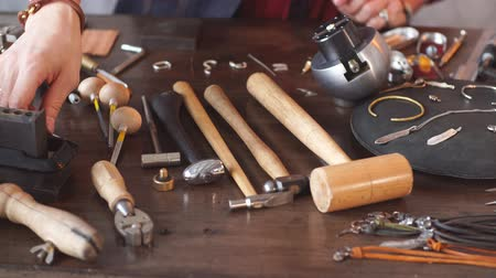 juwelier : Messy jewelers table. useful tools for repairing materials.