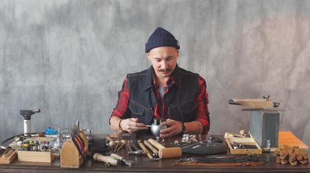 el sanatları : Young ambitious craftsman fixing a jewel in earring. Handcraft