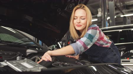 cappellino : Puzzled girl have problems with engine. Jake of all trades