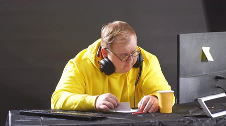 запрещенный : Plump man is going to take drugs. close up portrait. isolated black background.man preparing a sorting line