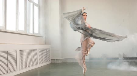 szare tło : Modern ballet dancer in scenic flowing costume working out at studio during final reheasal . Art concept. Inspiration. Wideo