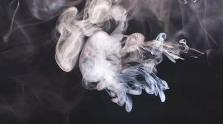 példa : Colored acrylic cloud abstract smoke explosion animation, slow motion