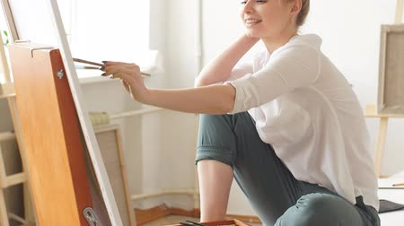 categoria : Young pleasant woman developing her artistic skills. Imagination concept. Stock Footage