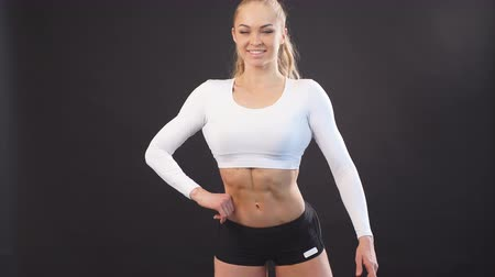 kocogó : Sexy muscular girl in perfect shape. Healthy life. Girl is fond of sport. Stock mozgókép