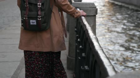 travell : Young caucasian woman travelling in Saint Petersburg. Stock Footage