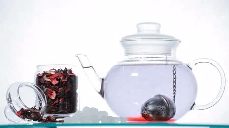 hibiscus tea : Time-lapse red Hibiscus tea  in the glass teapot Stock Footage