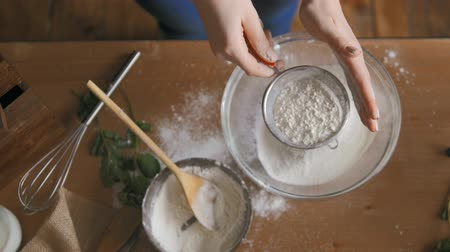 fırınlama : Baking Cake in Kitchen, Flour Shake