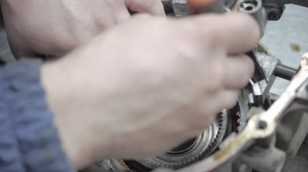 színezett : Auto Mechanic Repairing a Car Engine and Macro View of Automatic Robot Transmission