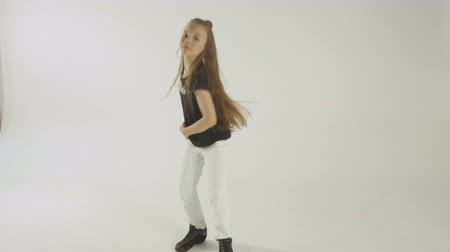 tizenéves lányok : Stylish Young Model Teenage Girl In Casual Style Clothes Dancing On White