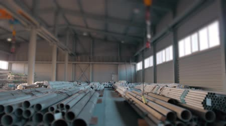 уменьшающийся : Steel Pipes bunch on the rack in warehouse. Modern stock of Equipment on sunset witj lens frares
