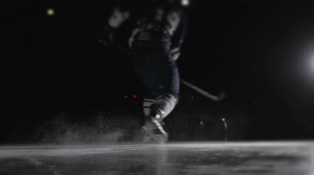 хоккей : Ice hockey player shoots the puck, power slap shot in canadian style by professional athlete. Стоковые видеозаписи