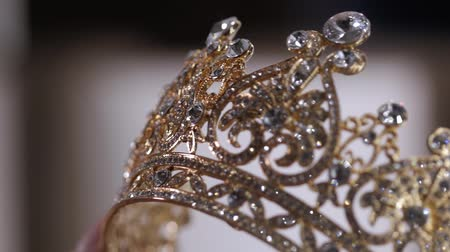 coroa : Diamond diadem with reflexion. Luxury Jewelry crown in wedding shop.